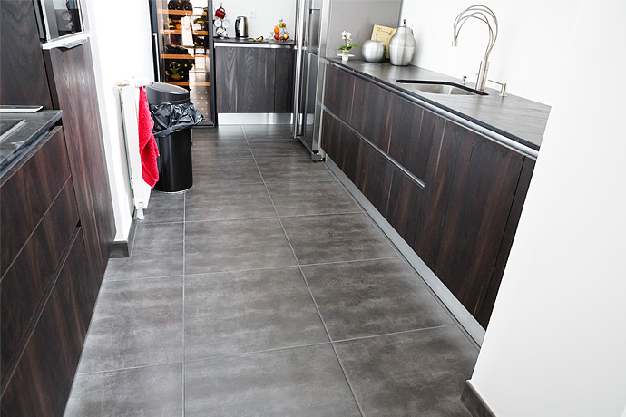 Cuisine appartement quartier beaulieu caresol for Carrelage 60x60 gris anthracite